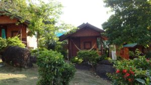 Haad Gruad seafront resort for rent - garden bunga